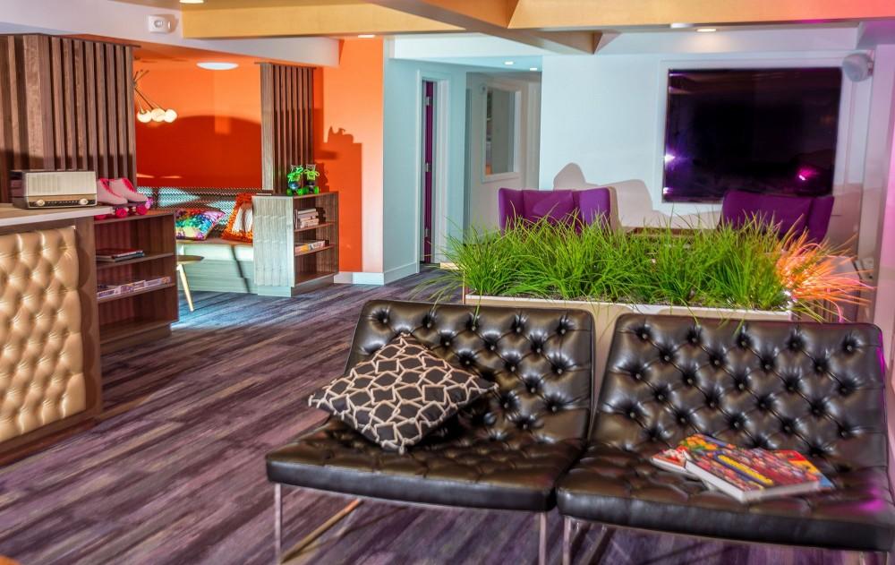 Hotel Zed Victoria Amp Kelowna Island Floor Centre Ltd